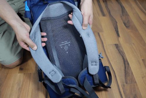 Die Rückenpartie des Deuter Ac Lite Rucksack