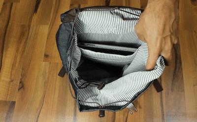 Der Burton Tinder Pack Hauptfach mit einem Laptopfach
