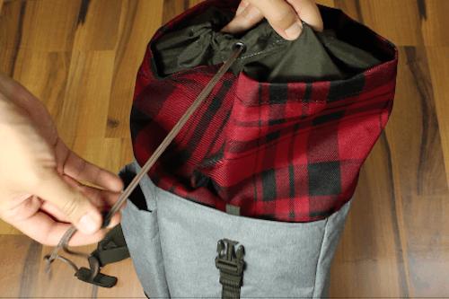 Der Dakine Rucksack mit Kordanzug