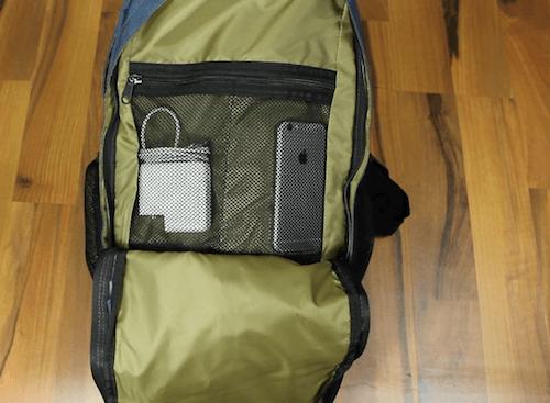 Eine Netztasche befindet sich im vorderen Bereich des Element Cypress Rucksack