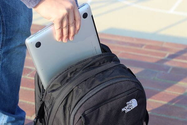 Laptop verstauen im North Face Surge Rucksack