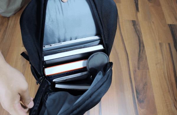 Viel Platz für Ordner und Bücher im North Face Vault Rucksack